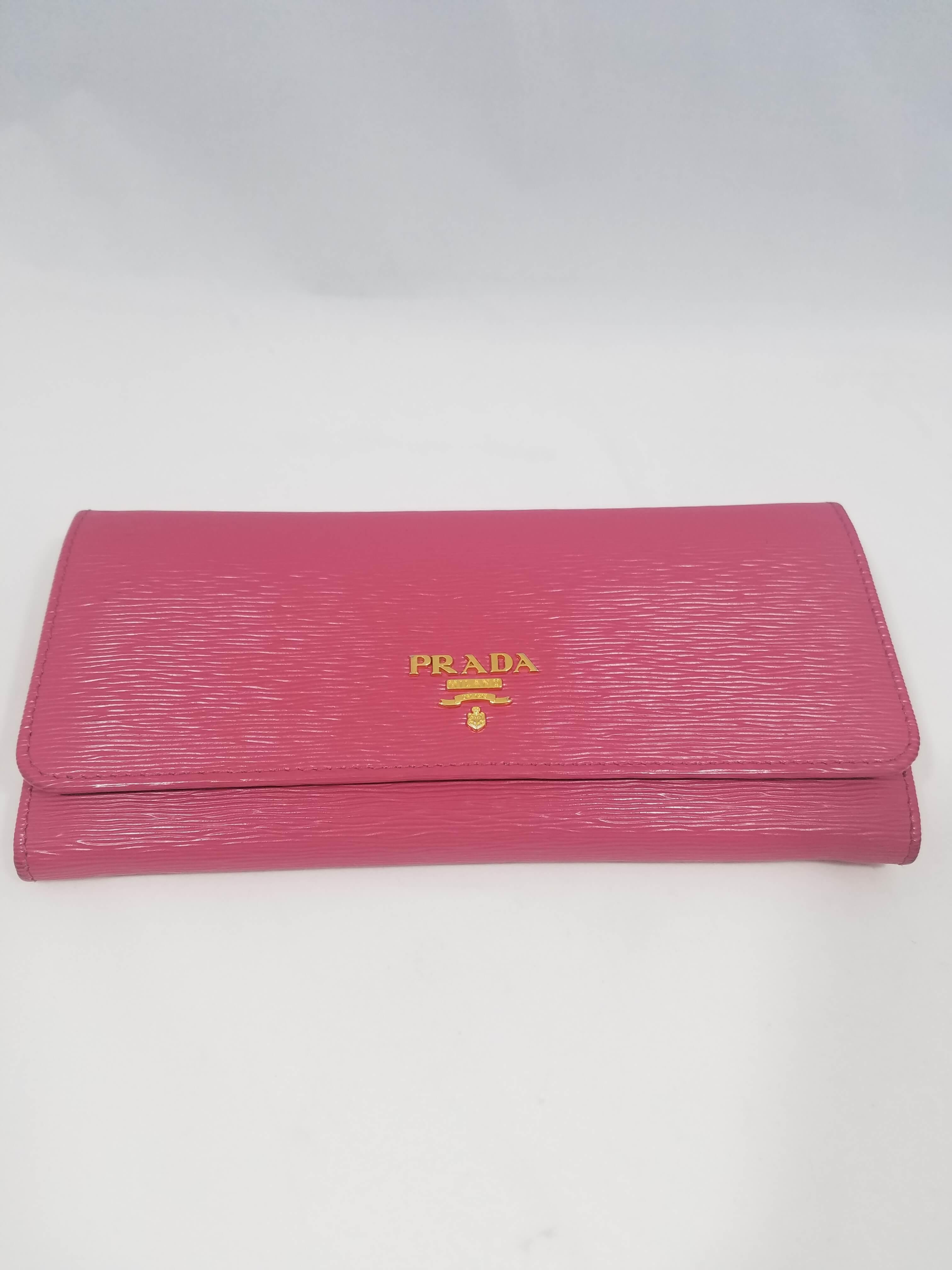 プラダ ピンク 長財布